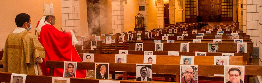 ARZOBISPO DEL CUSCO CELEBRÓ MISA EN MEMORIA DE LOS FALLECIDOS POR COVID-19